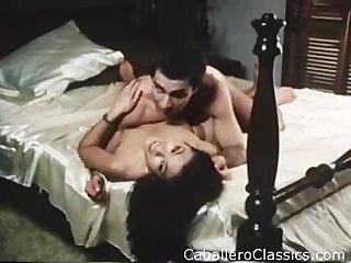Criada obtener su coño sucio en porno retro