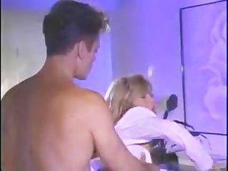 Puta rubia caliente en piano
