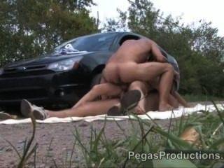 2 gars defoncent une fille en panne