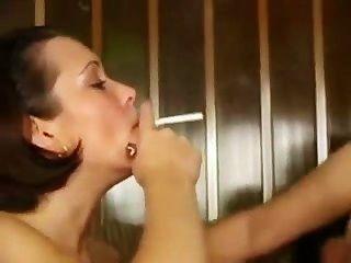 Fiesta adolescente de la cogida (fetiche que fuma)