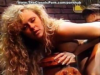 Preciosa rubia clásica porno estrella