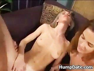 2 mujeres calientes montar gallo y swap cum