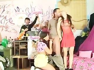 House sex party escena 1