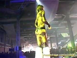 Show de sexo en el escenario