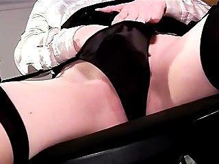 Sexy panty juego de panty y masturbación en medias muslo alta