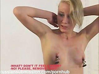 Una rubia hermosa rubia castigada por ser una puta