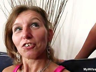 Ella monta a su hijo en la polla ley