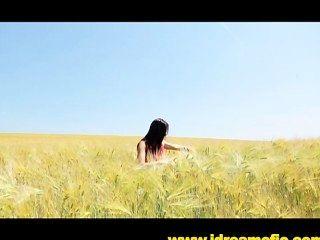 Corriendo desnudo en un campo de sueños