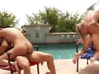 Amwf latina vicki chase sophie dee trío interracial con chico asiático