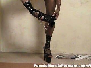 Yvette bova flexiona y tiras