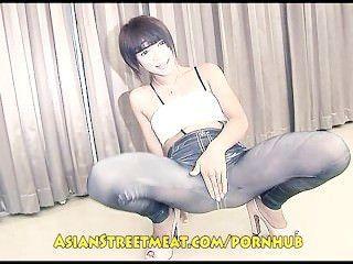 Encantadora chica tailandesa grotescamente follada por el viejo feo