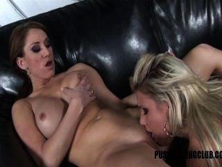 Caliente caliente boobed lesbianas follando