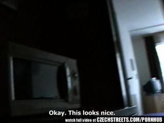 Calles checas chica adolescente se pone difícil en la habitación del hotel
