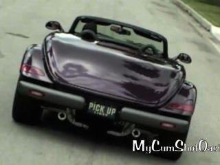 Chicas calientes en coches rápidos