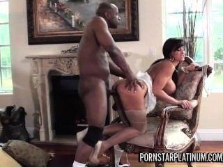 Lisa ann se divierte con el príncipe big black cock