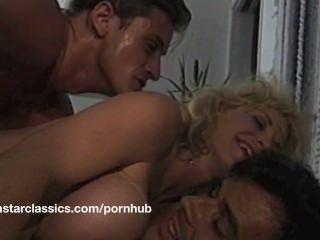Gran boob clásico porno estrella aventura anal