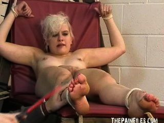 Fetiche de los pies y extrema bastinado pie esclavitud de toe torturado sexy rubia