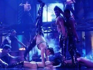 Gina gershon y elizabeth barkley escena desnuda de showgirls