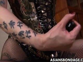 Áspera amante asiática ara su dulce esclava