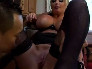 Busty blonde deep ride en la cocina