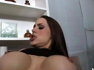 Ella se follan de anal por la grasa gallo negro
