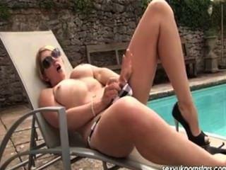 British pornstar shay hendrix consoladores en el sol, en tacones