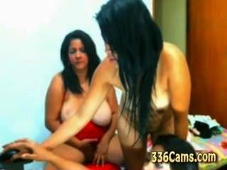 3 muchachas jóvenes que pelan en webcam