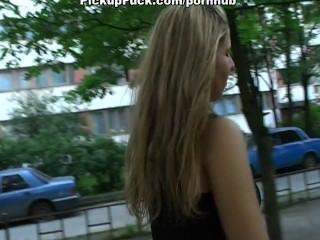 Recoger a la chica en la calle y jodido