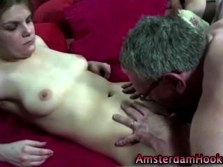Dutch amateur slut obtiene una corrida