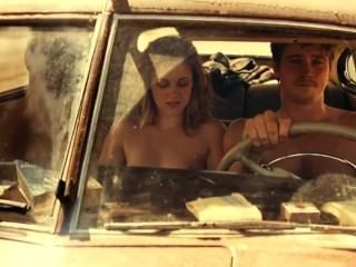 Kristen stewart desnuda en la carretera
