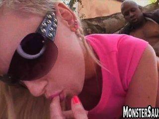 Hot babe rides monstruo dick