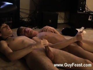 Trazo de sexo gay caliente incluso manos de la cámara para mantenerle compañía para un