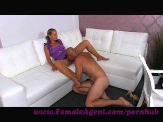 Agente femenino.Agente de fundición jodido bueno y duro