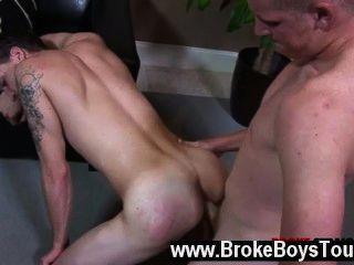 Video gay tirando sobre su espalda, colin extendió sus piernas