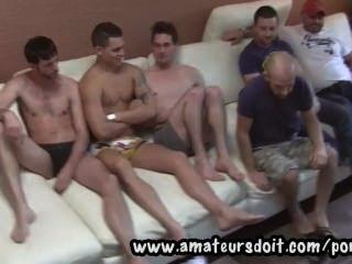 Conocer chicos aficionados amateur caliente y verlos prepararse para un grupo 6way