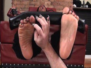 Pies arriba y pies aceitados cosquillas