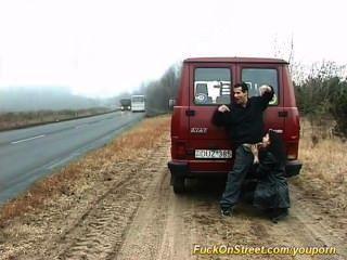 Puta chupa polla en la carretera