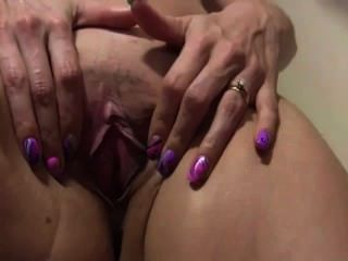 Ella te excitará con su culo sexy