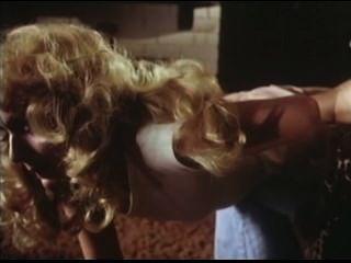 1979 dos hermanas azotando escena