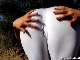 Increíble cuerpo adolescente!En spandex blanco ultra apretado asno perfecto!
