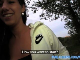 Publicagent hd chica de pelo largo negro follada al aire libre