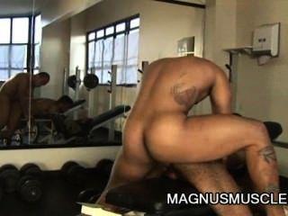 Matheus axell y douglas masters bodybuilders impresionante ejercicio anal gay