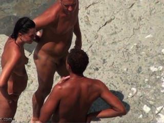 Spycam en la playa desnuda