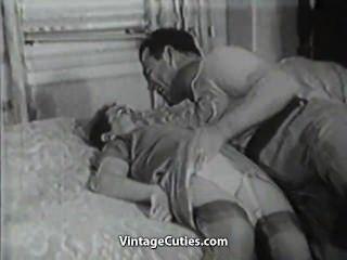 Viejas y jóvenes puto relaciones en la cama