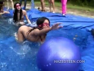 Al aire libre niñas anfitriona fiesta desnuda