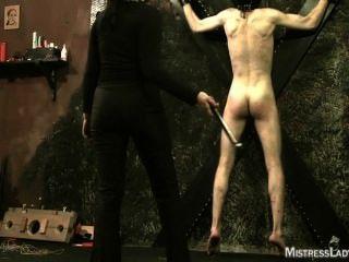 Tortura femenina en la mazmorra con señora señora jenny sádico