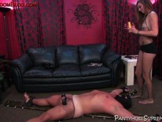 Botada femdom perra controla su subordinado esclavo masculino