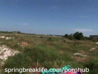 2 chicas desnudas en propiedad privada