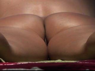 Culo nudista desnudo adolescente adolescente en la playa pública