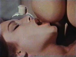 Lesbianas peepshow loops 626 70s y 80s escena 2